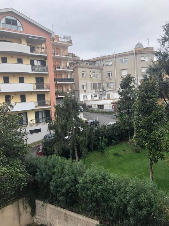 Appartamento in buone condizioni parzialmente arredato in affitto Rif. 8745866