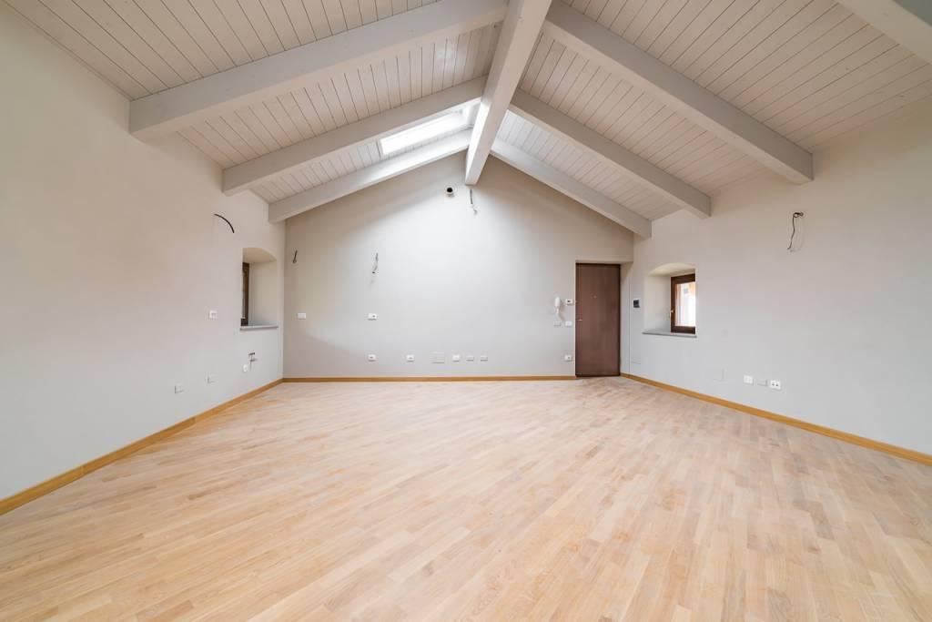 Appartamento in ottime condizioni arredato in affitto Rif. 8747738