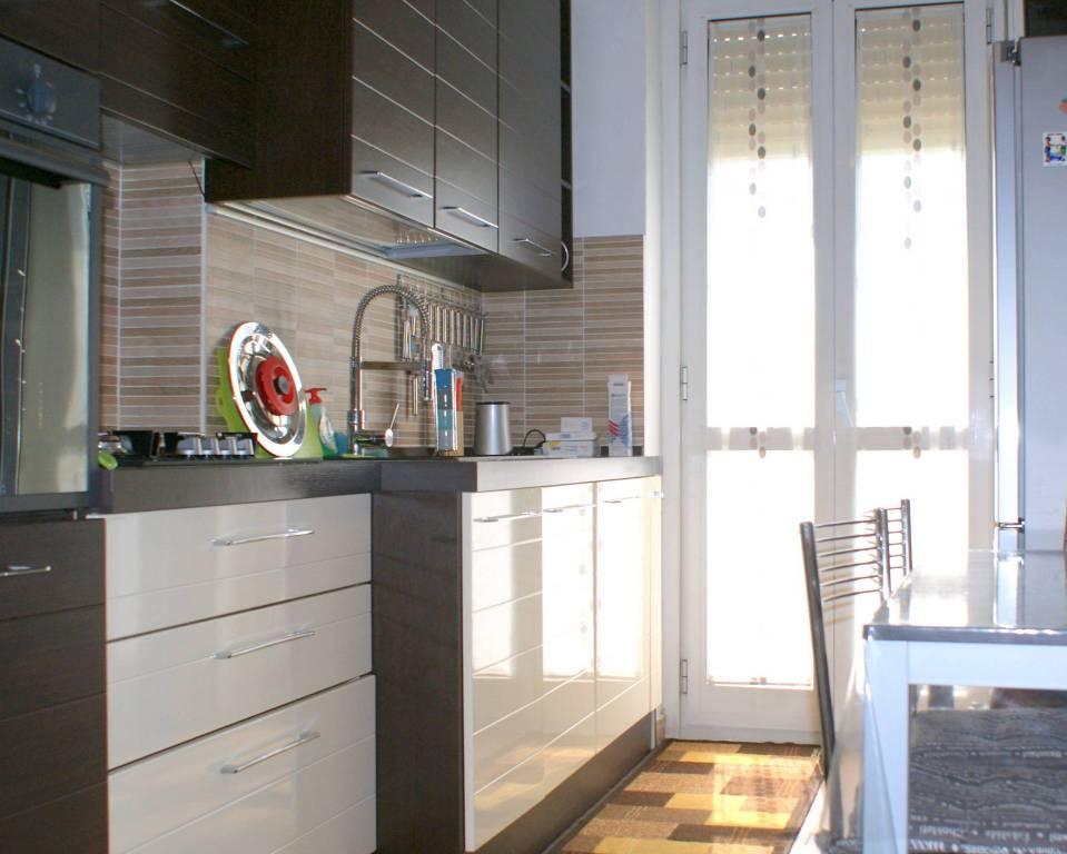 Appartamento in vendita 2 vani 70 mq.  via Edoardo Chinotto 40 Milano