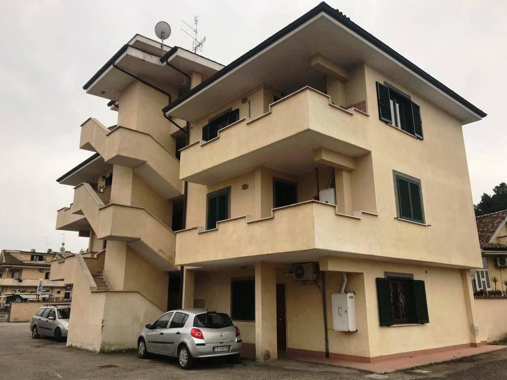 NUOVA FLORIDA PC748 Appartamento con balcone e posto auto