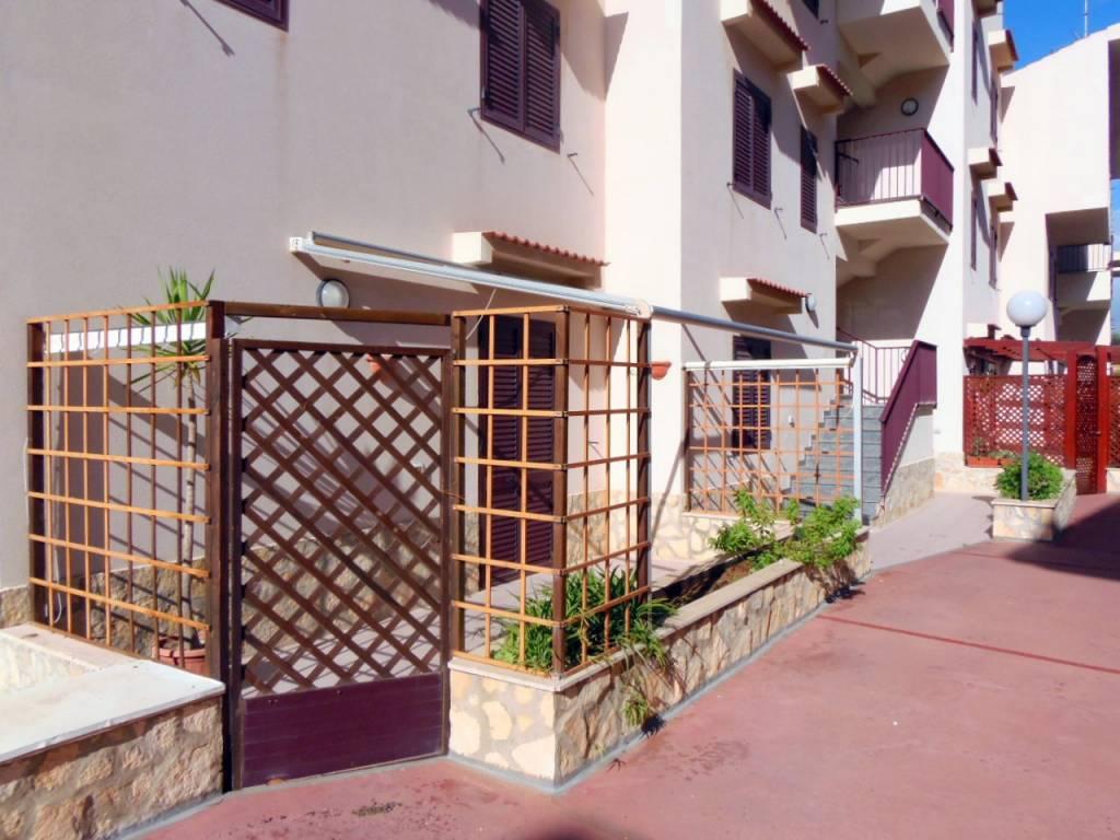 Appartamento in buone condizioni arredato in affitto Rif. 8744996
