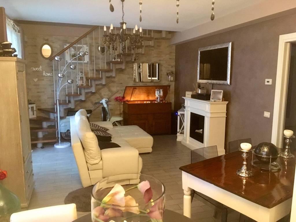 Appartamento in ottime condizioni in vendita Rif. 8746084