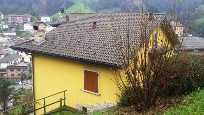 Villa in Vendita a Val Brembilla