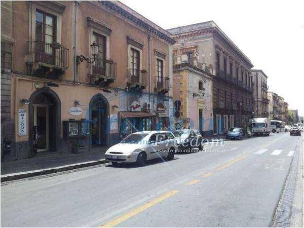 Negozio-locale in Vendita a Catania Centro: 1 locali, 100 mq