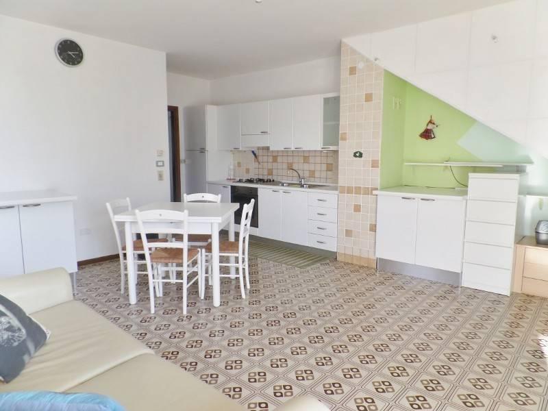 Appartamento in buone condizioni arredato in vendita Rif. 8745772
