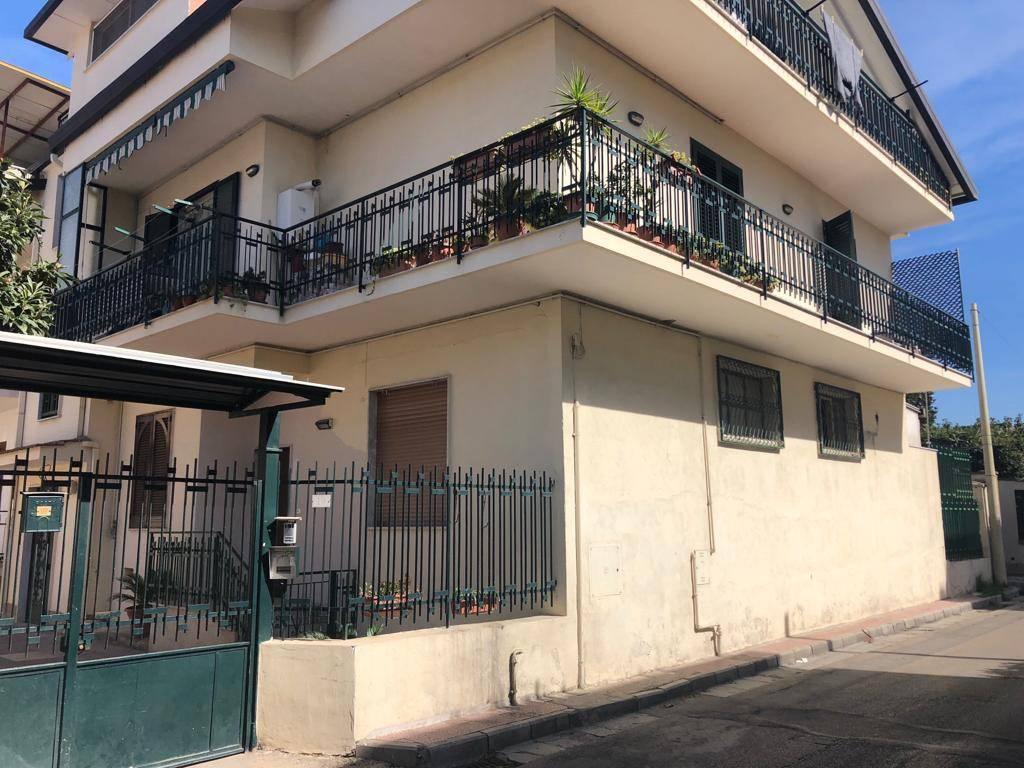 Appartamento in buone condizioni in vendita Rif. 8749863