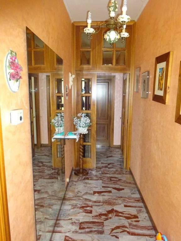 Appartamento in buone condizioni in vendita Rif. 8745812