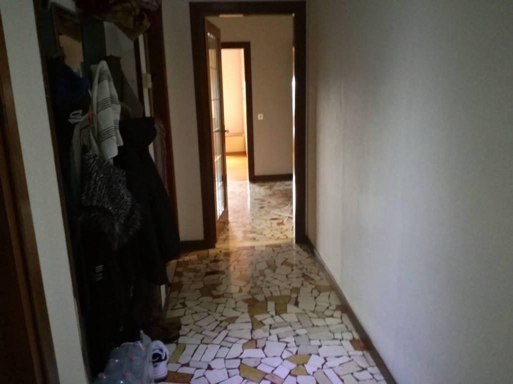 Appartamento da ristrutturare in vendita Rif. 8762860