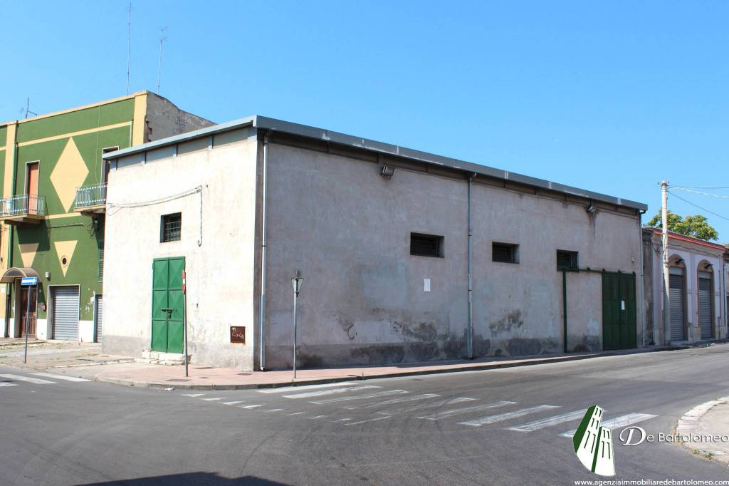 Capannone commerciale in Via Napoli ang. Via Costantinopoli Rif. 8760156