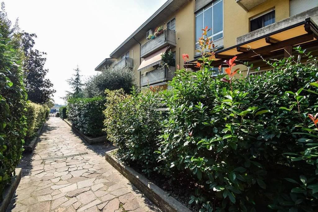 Appartamento in ottime condizioni arredato in vendita Rif. 8803477