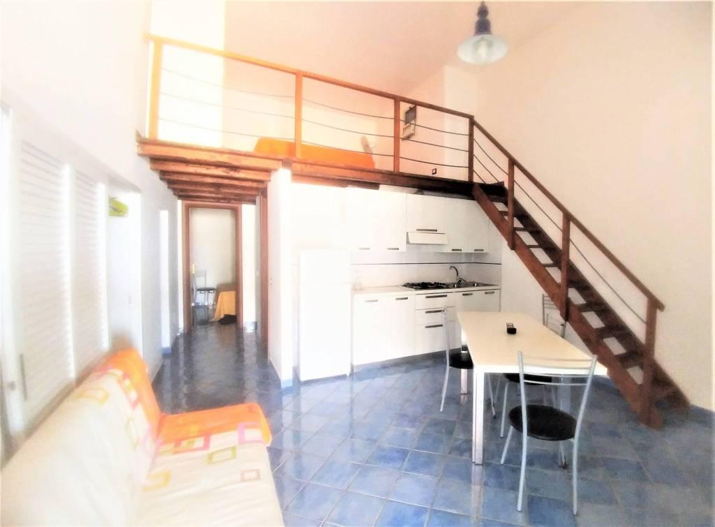 Appartamento in buone condizioni arredato in vendita Rif. 8758345