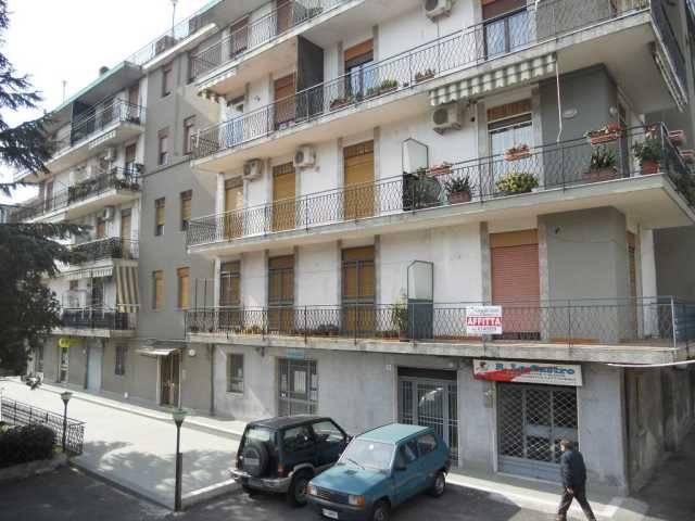 Appartamento da ristrutturare in vendita Rif. 8760525