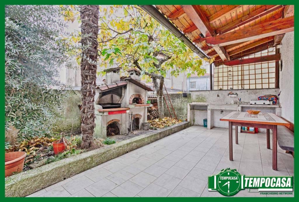 Appartamento di 100mq con Giardino Privato e Taverna