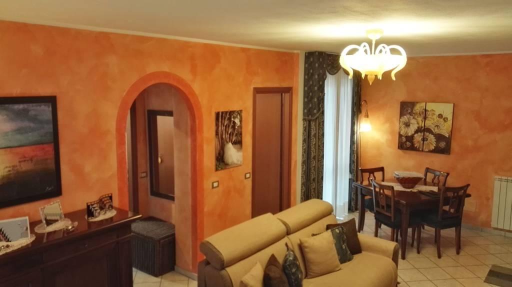 Appartamento in buone condizioni in vendita Rif. 8760656