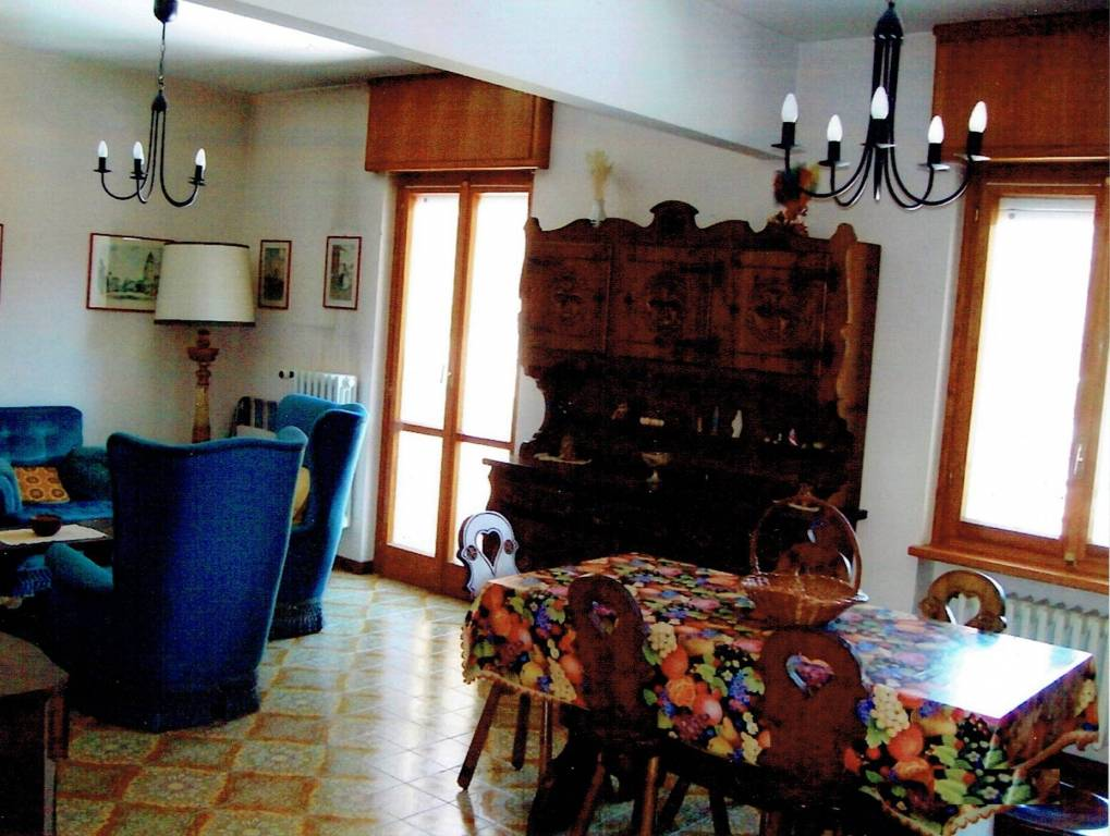 Appartamento in buone condizioni parzialmente arredato in vendita Rif. 8761993