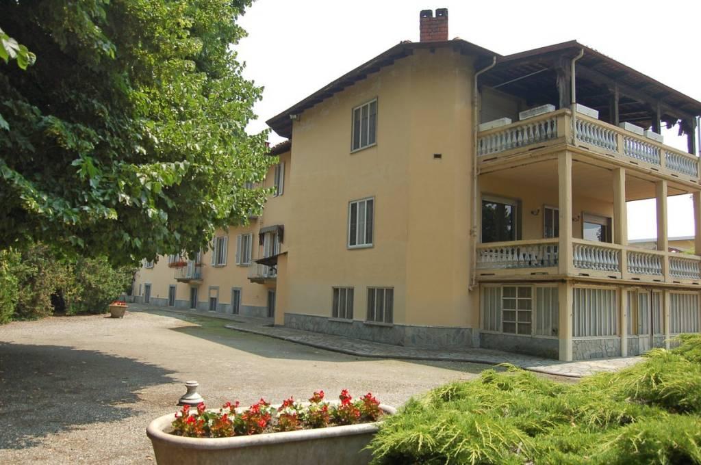 Albergo in vendita a Buriasco, 6 locali, prezzo € 600.000 | CambioCasa.it