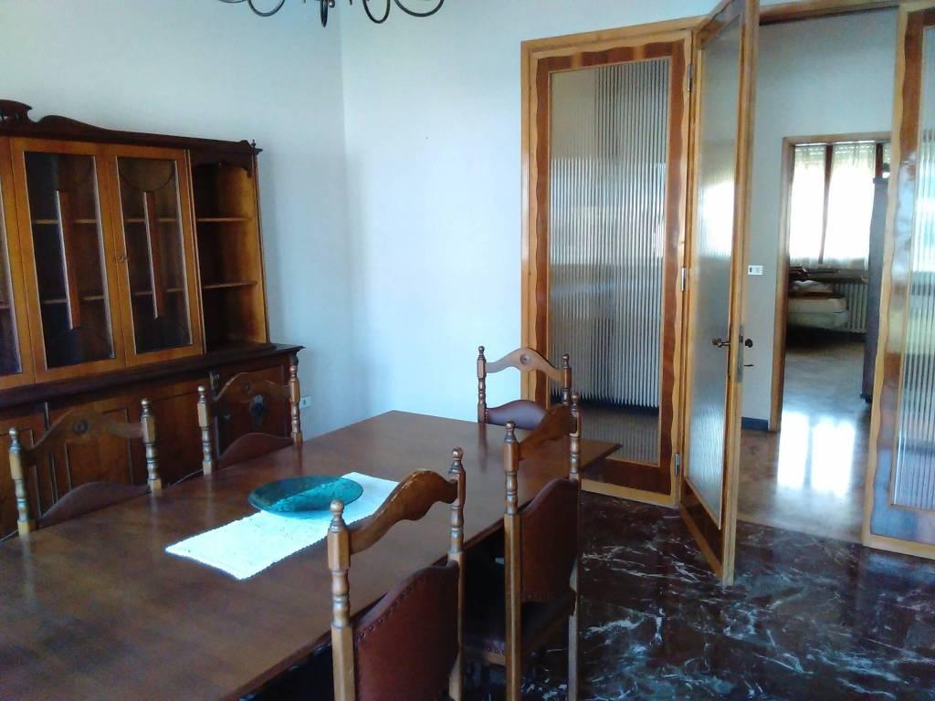 Appartamento in buone condizioni in vendita Rif. 8761969