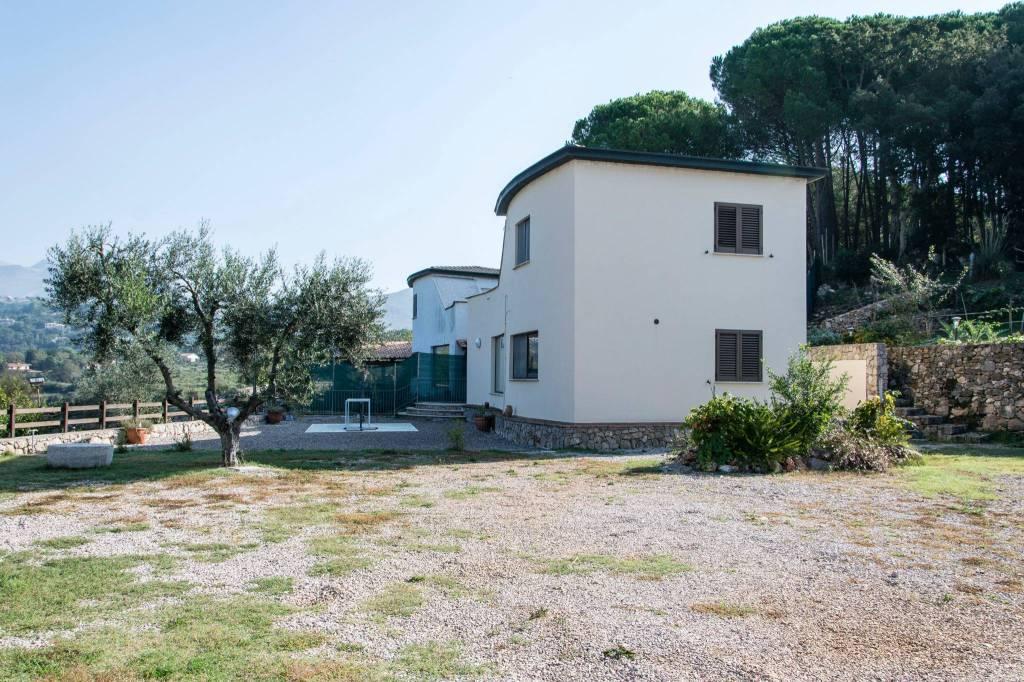Villa in ottime condizioni parzialmente arredato in vendita Rif. 8762544