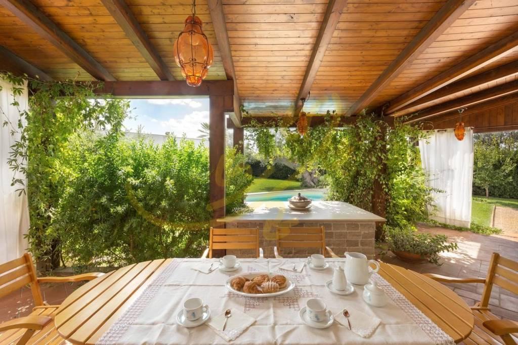 Villa in ottime condizioni parzialmente arredato in vendita Rif. 8757895
