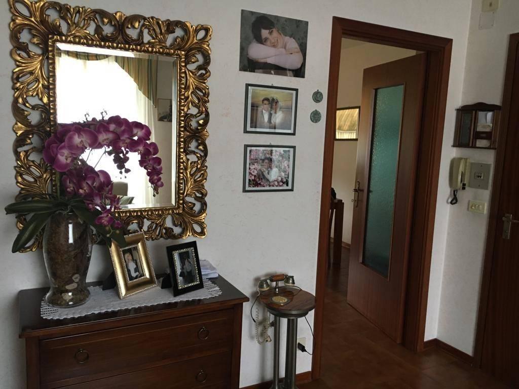 Appartamento in buone condizioni in vendita Rif. 8759070