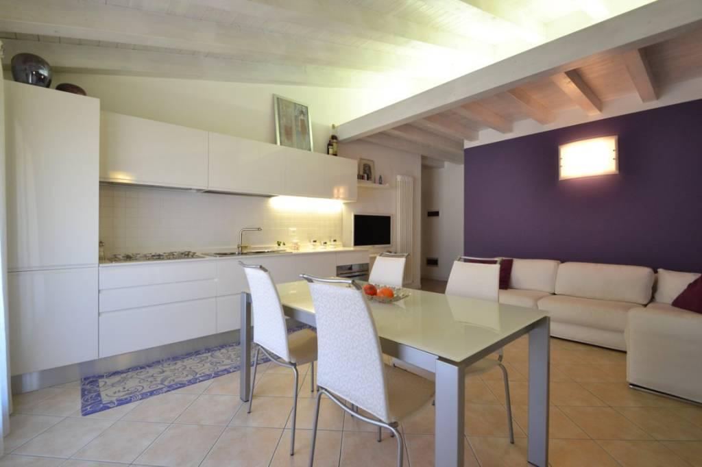 Appartamento in ottime condizioni in vendita Rif. 8758691