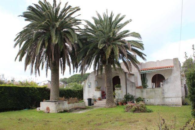 Villa da ristrutturare parzialmente arredato in vendita Rif. 8761890