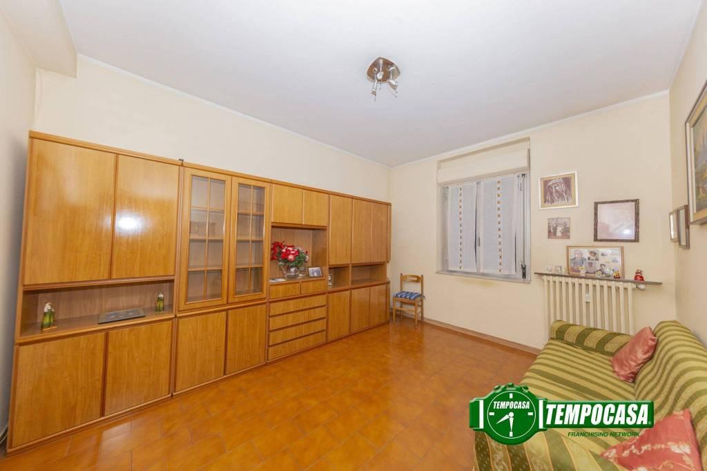 Appartamento in buone condizioni in vendita Rif. 8762618