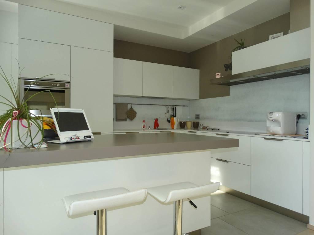 Appartamento in ottime condizioni parzialmente arredato in vendita Rif. 8760725