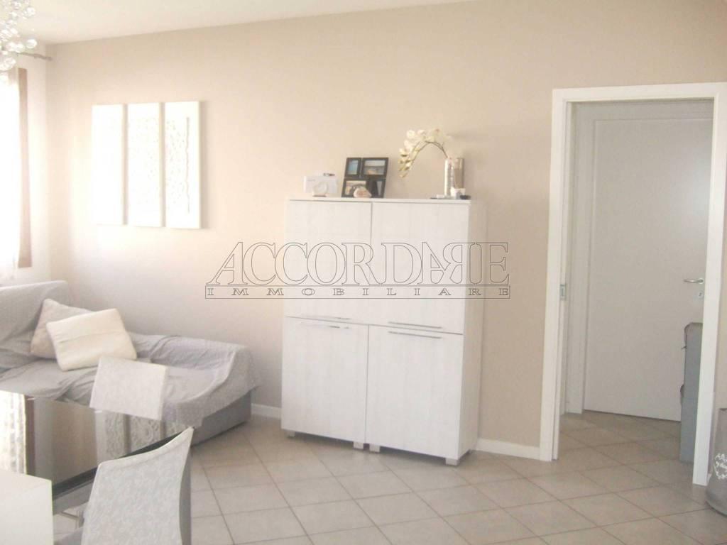 Appartamento in buone condizioni parzialmente arredato in vendita Rif. 8759404