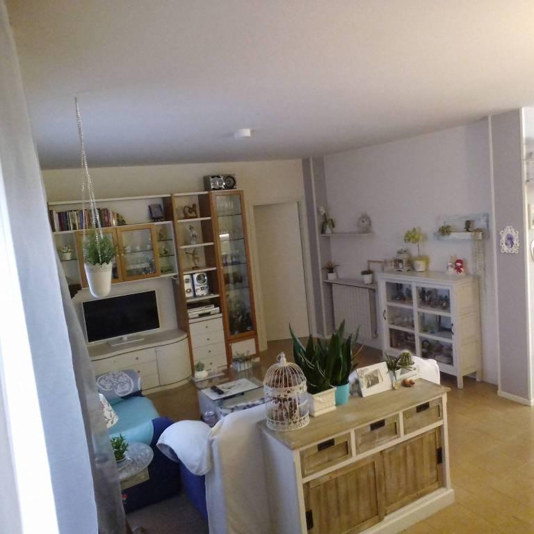 Appartamento in buone condizioni in vendita Rif. 8760551