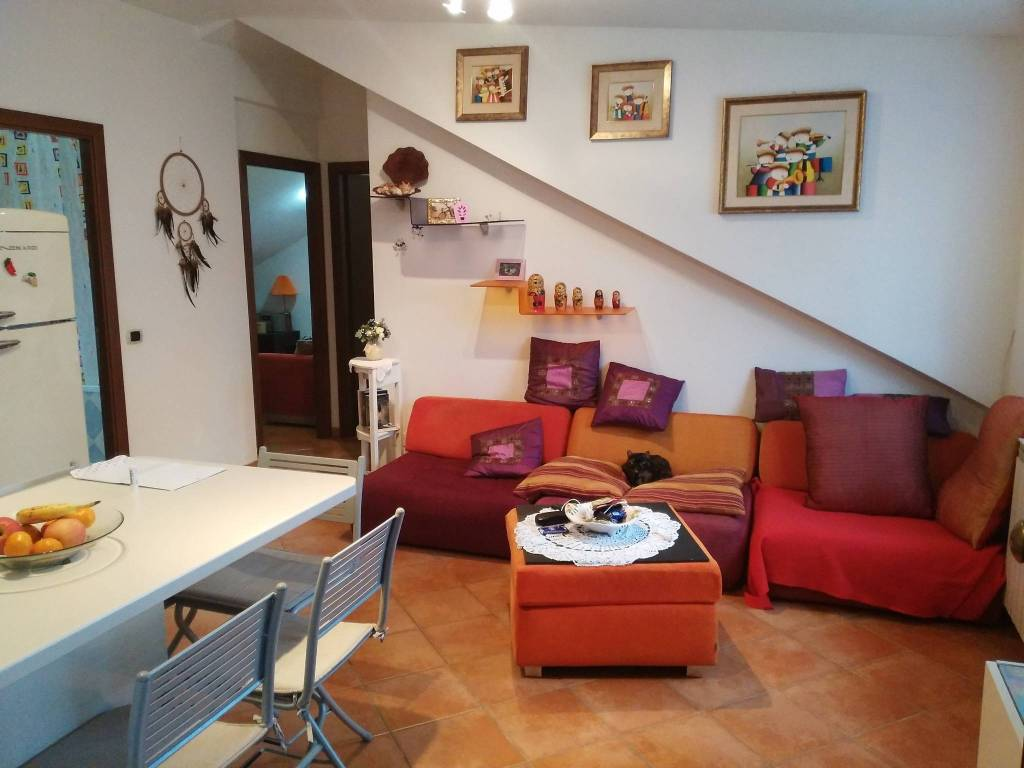 Appartamento in ottime condizioni arredato in affitto Rif. 8760848