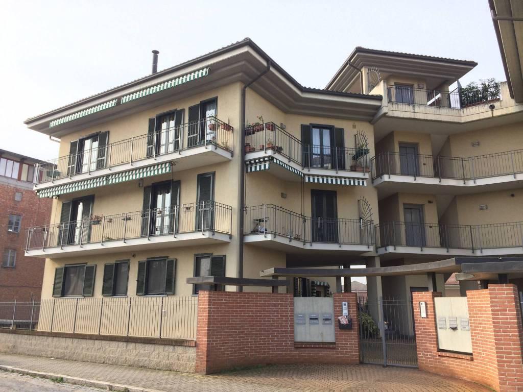 Appartamento in buone condizioni in affitto Rif. 8757476