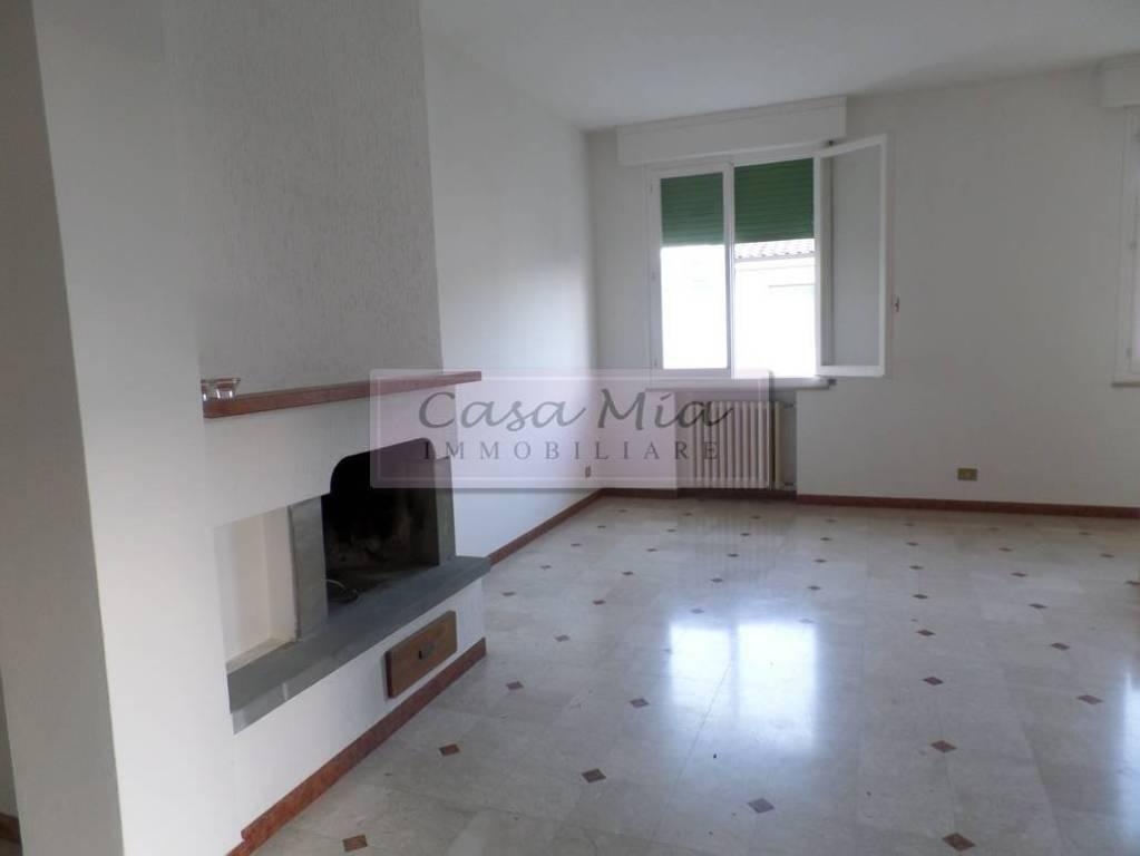 Appartamento in buone condizioni in vendita Rif. 8761105