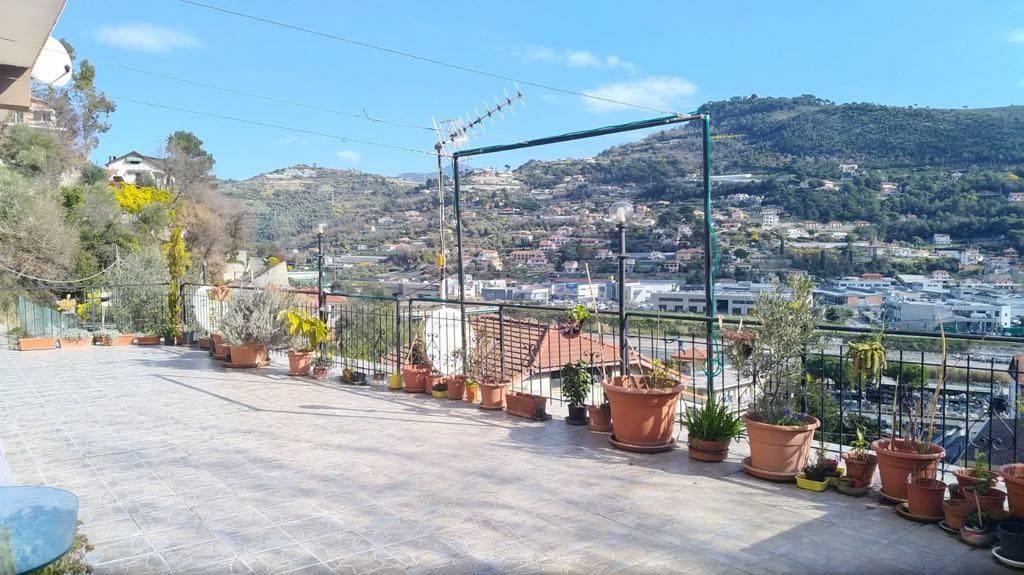 Appartamento accesso indip e grande terrazza panoramica