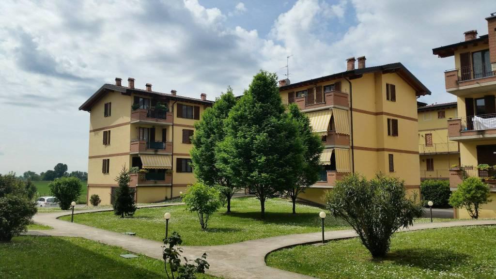Appartamento in buone condizioni in vendita Rif. 8758331