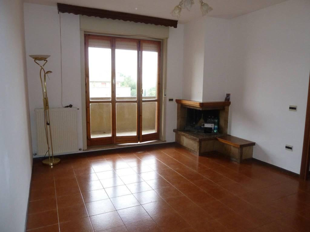 Appartamento in buone condizioni parzialmente arredato in vendita Rif. 8757911