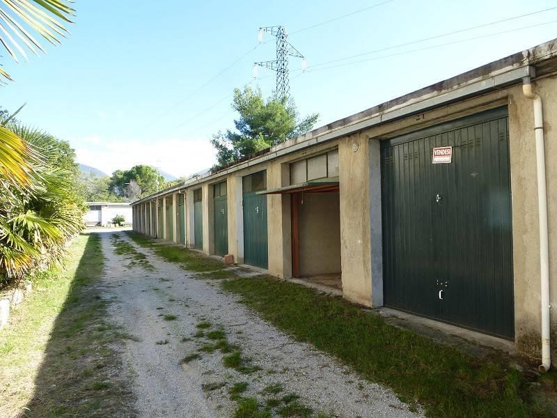 affitta a Foligno zona Via Piave garage a piano strada di 19