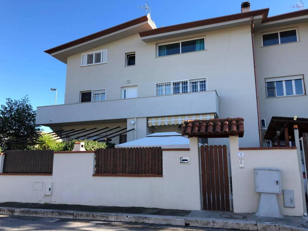 Villetta a schiera in ottime condizioni in vendita Rif. 8759258