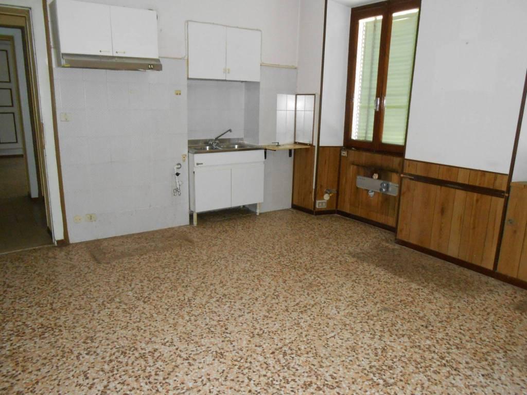 Appartamento da ristrutturare in vendita Rif. 8757126