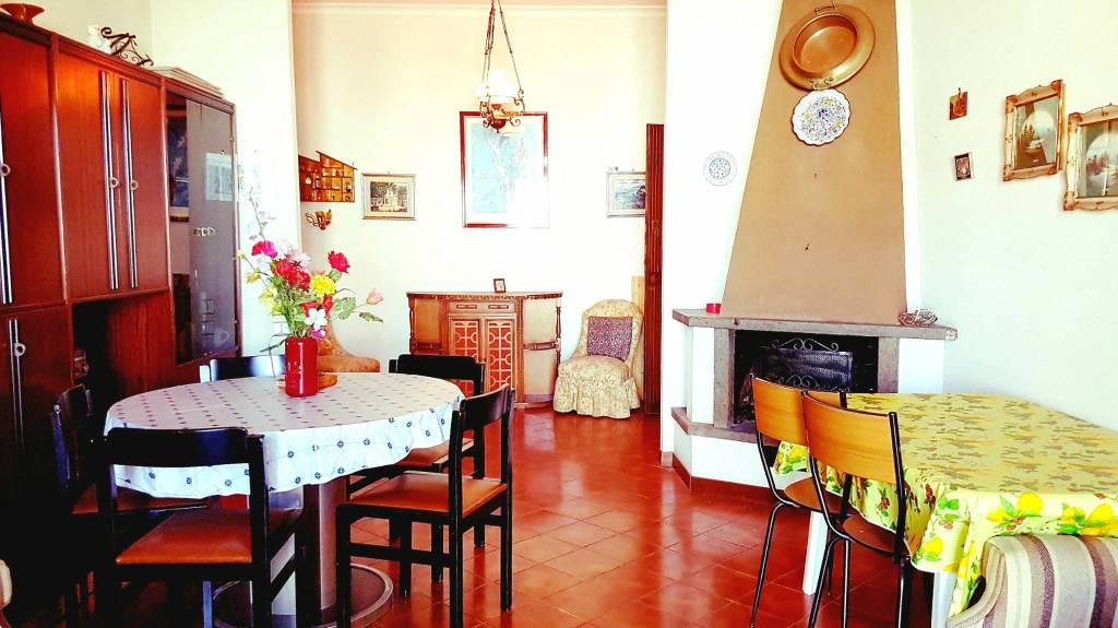Appartamento in buone condizioni arredato in vendita Rif. 8914573