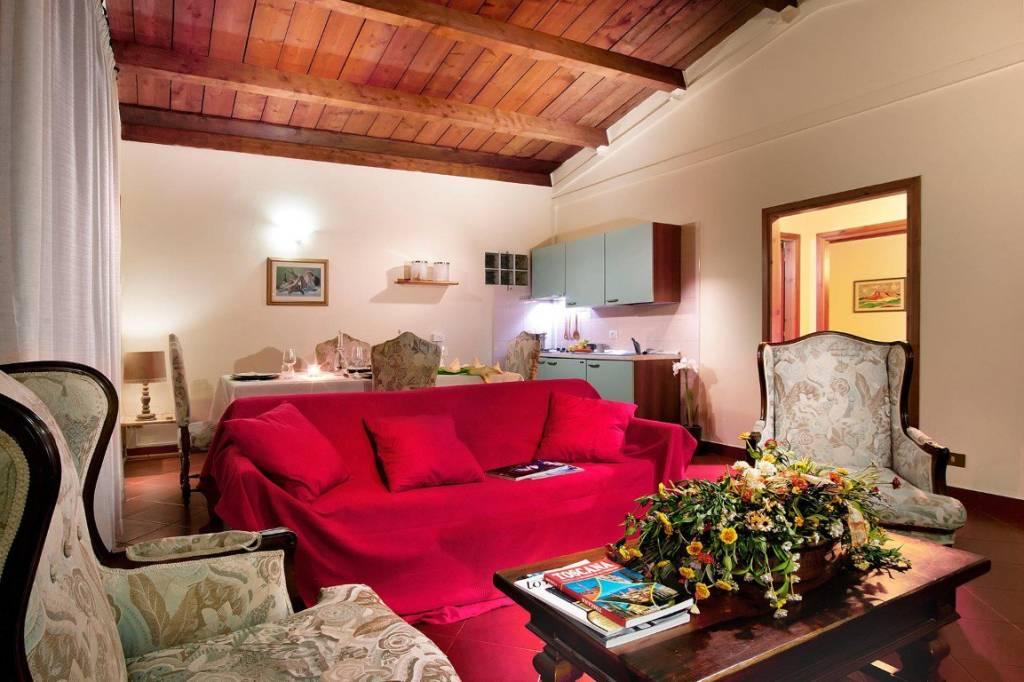Appartamento in ottime condizioni arredato in affitto Rif. 8759322