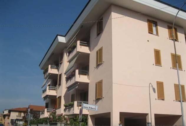 Appartamento in buone condizioni in vendita Rif. 8762408