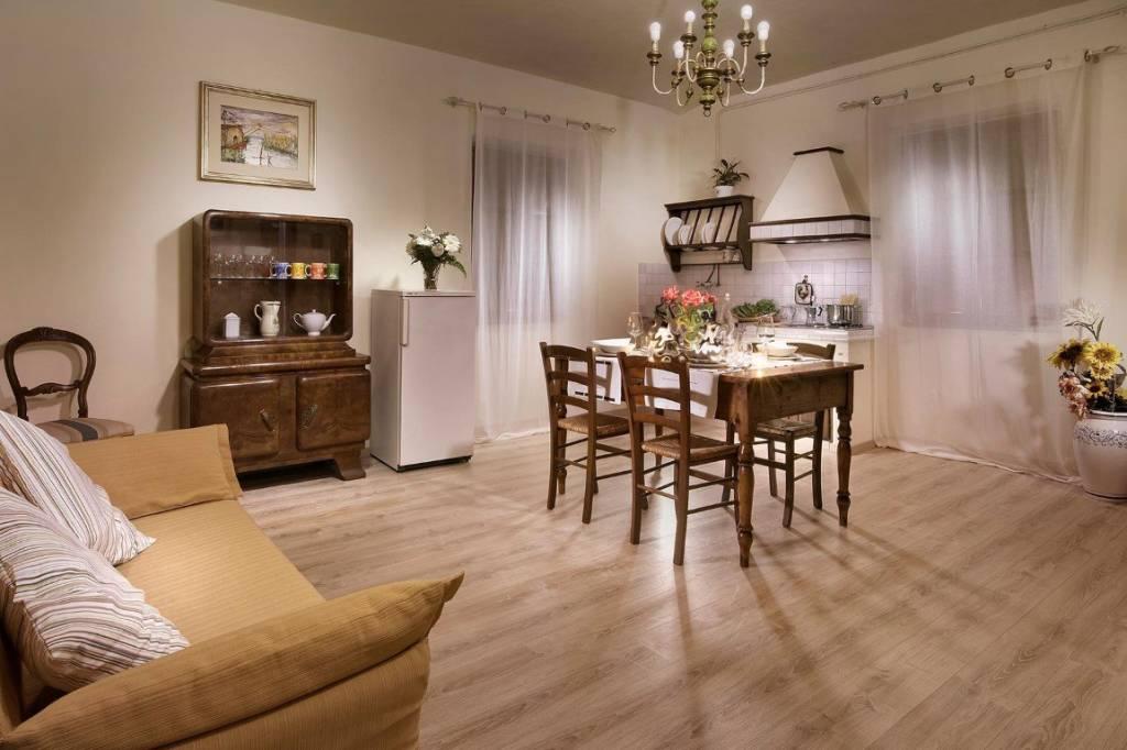 Appartamento in ottime condizioni arredato in affitto Rif. 8759324