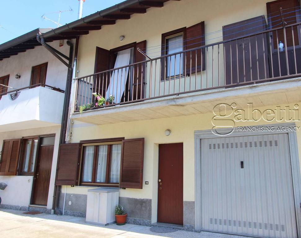 Appartamento in buone condizioni arredato in vendita Rif. 8758379
