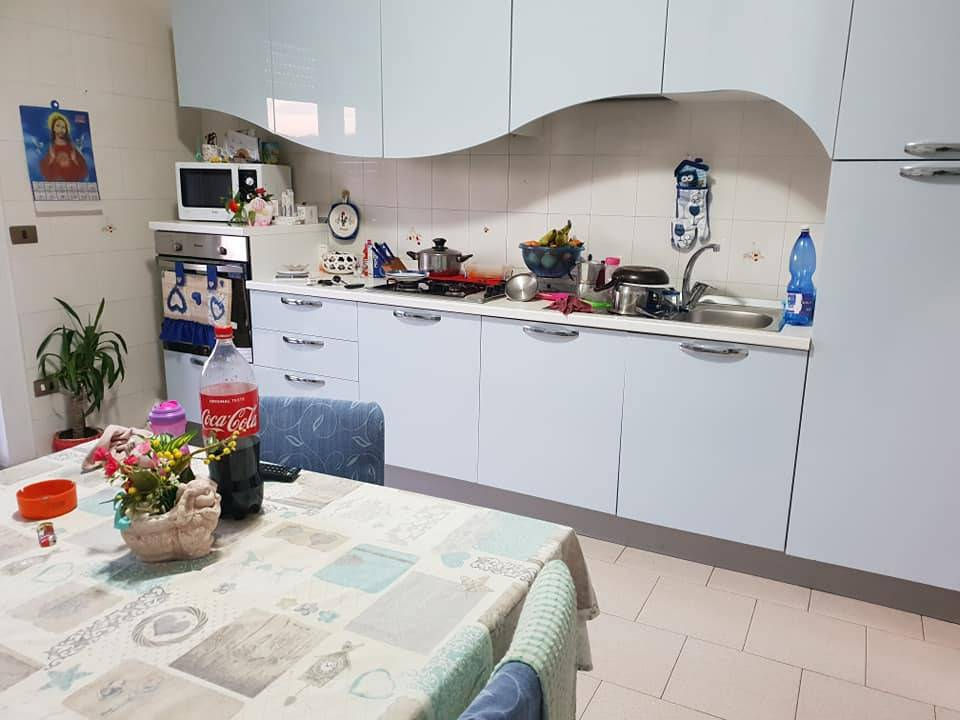 Appartamento in buone condizioni in affitto Rif. 8759088
