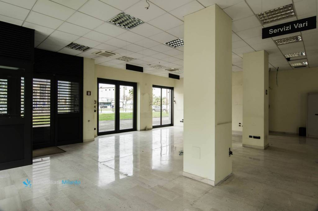 Negozio-locale in Vendita a Foggia Centro: 1 locali, 170 mq