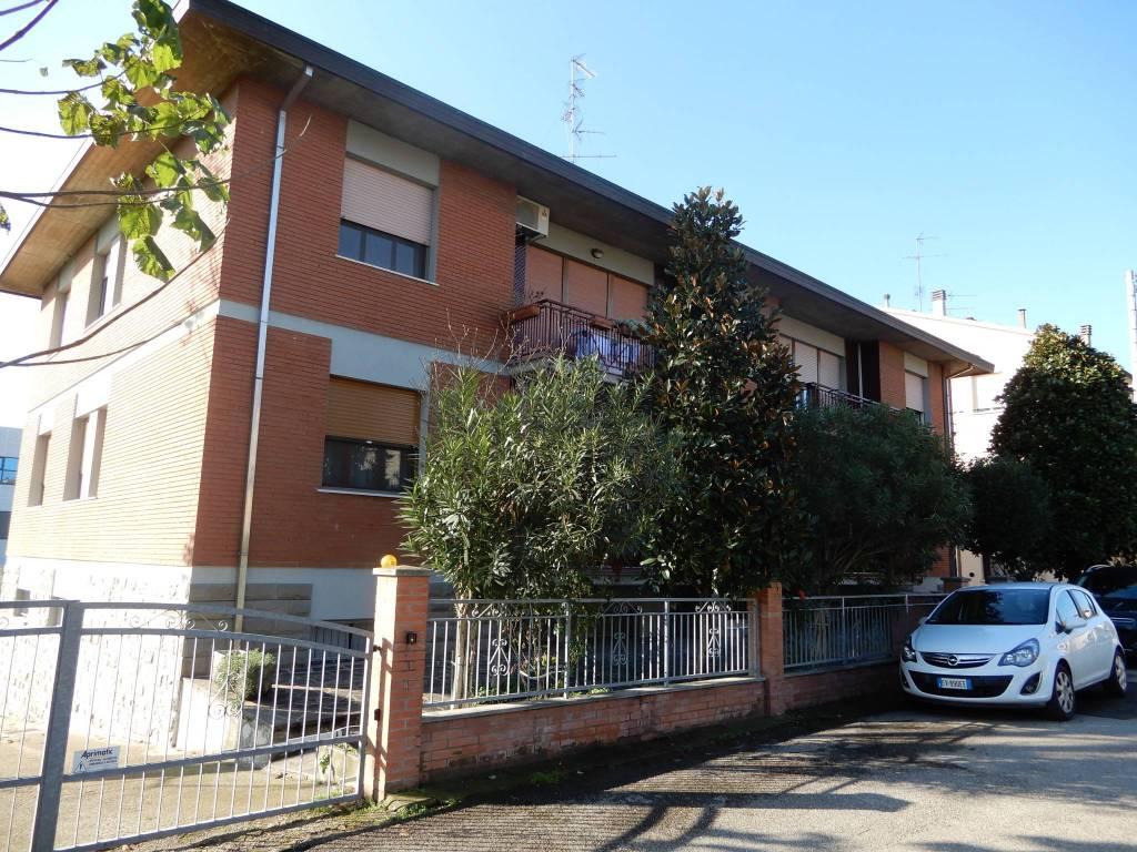 Appartamento parzialmente arredato in vendita Rif. 8779507