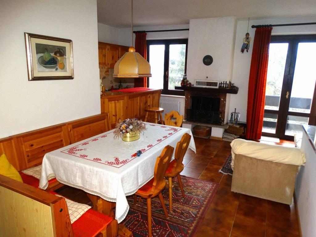 Appartamento in buone condizioni arredato in vendita Rif. 8777608