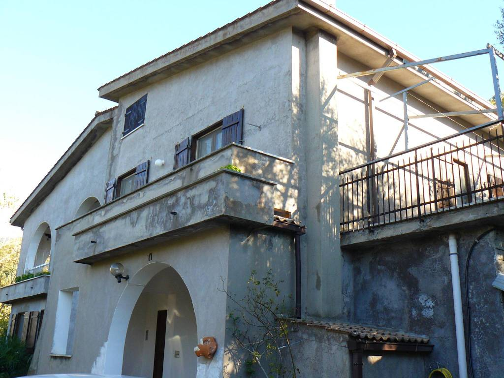 Villa in buone condizioni in vendita Rif. 8775050