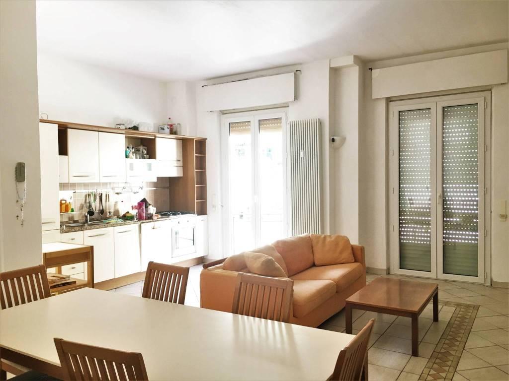 Appartamento in buone condizioni arredato in affitto Rif. 8778617
